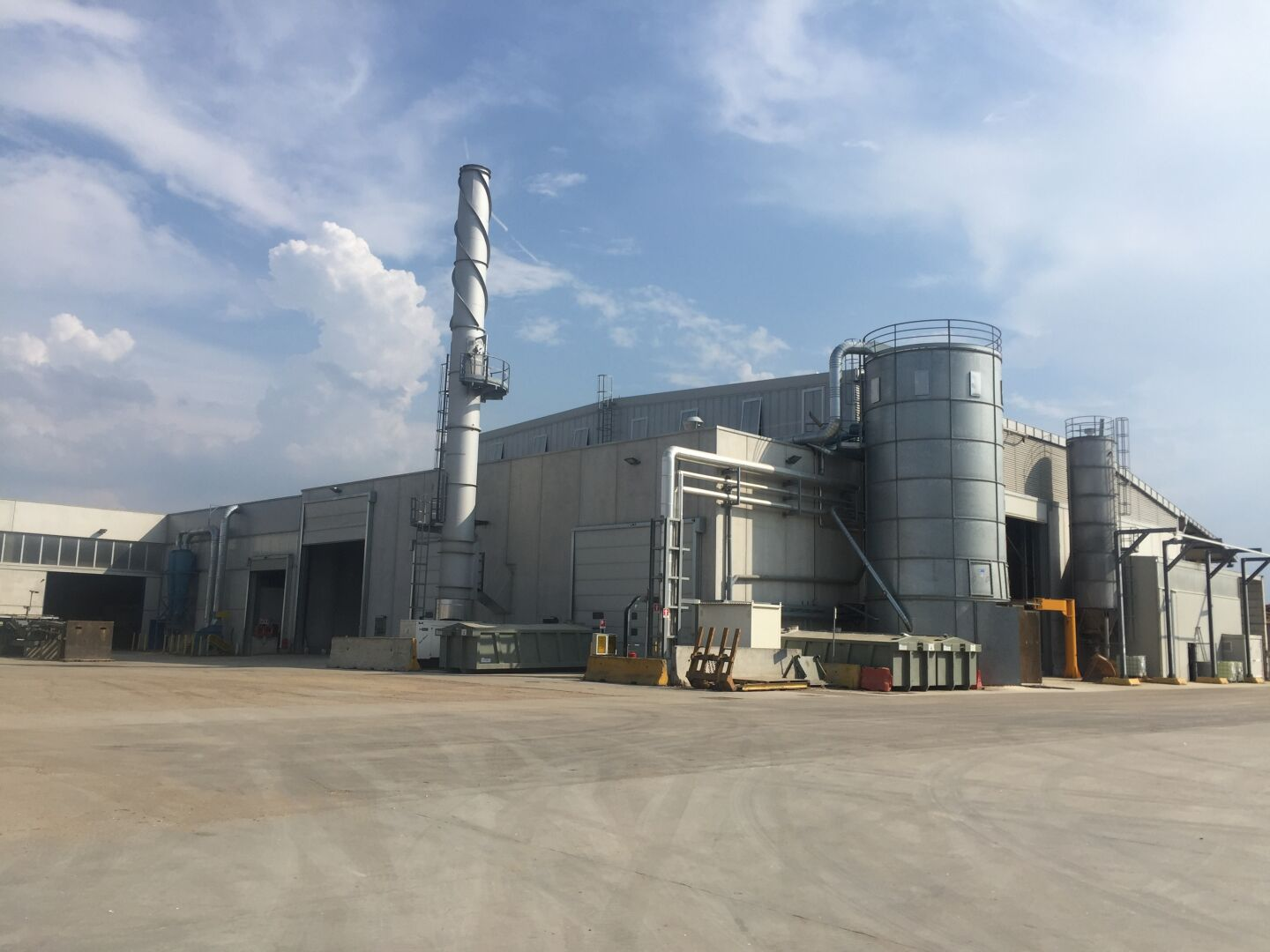 anguaneta mill extends over 29.000 sqm floor area, where 250 people are engaged in the production of 85.000 m3/y of quality plywood.