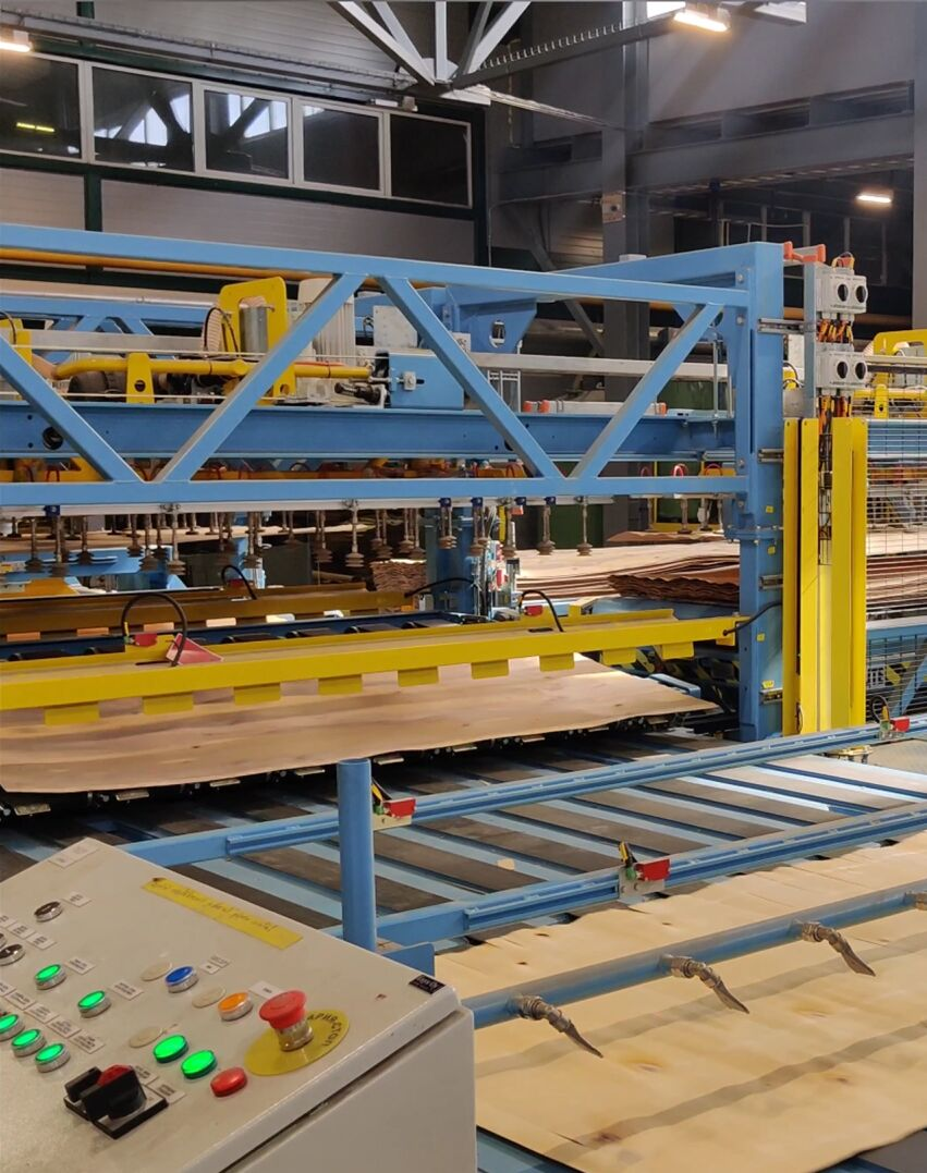 Choosing the new machinery, Plyterra set the objective for increasing capacity, cutting down costs, improving layup quality and the quality of the end products.