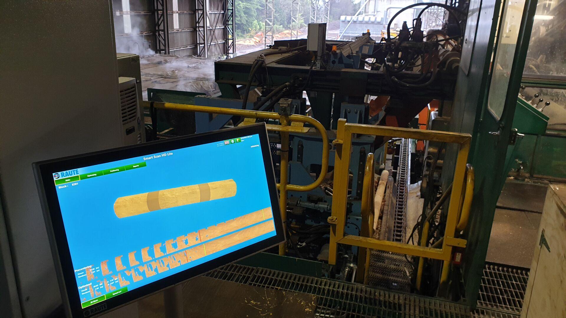 На сенсорном экране анализатора Block Centering AnalyzerR7 продемонстрировано повышение выхода лицевого шпона.