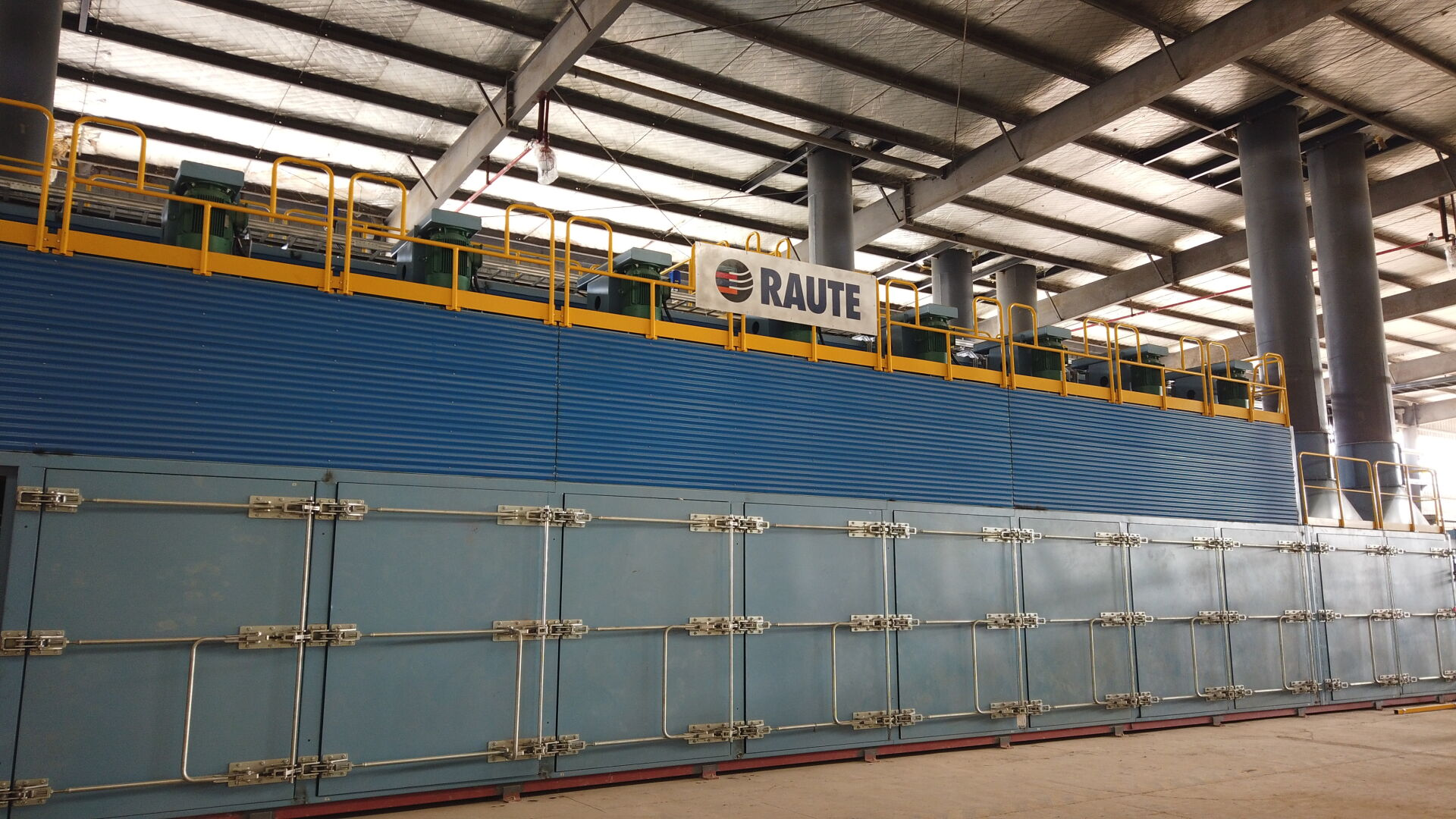 The Veneer Drying Line R3 is your choice when you are starting the industrial veneer drying and you don't need high automation.