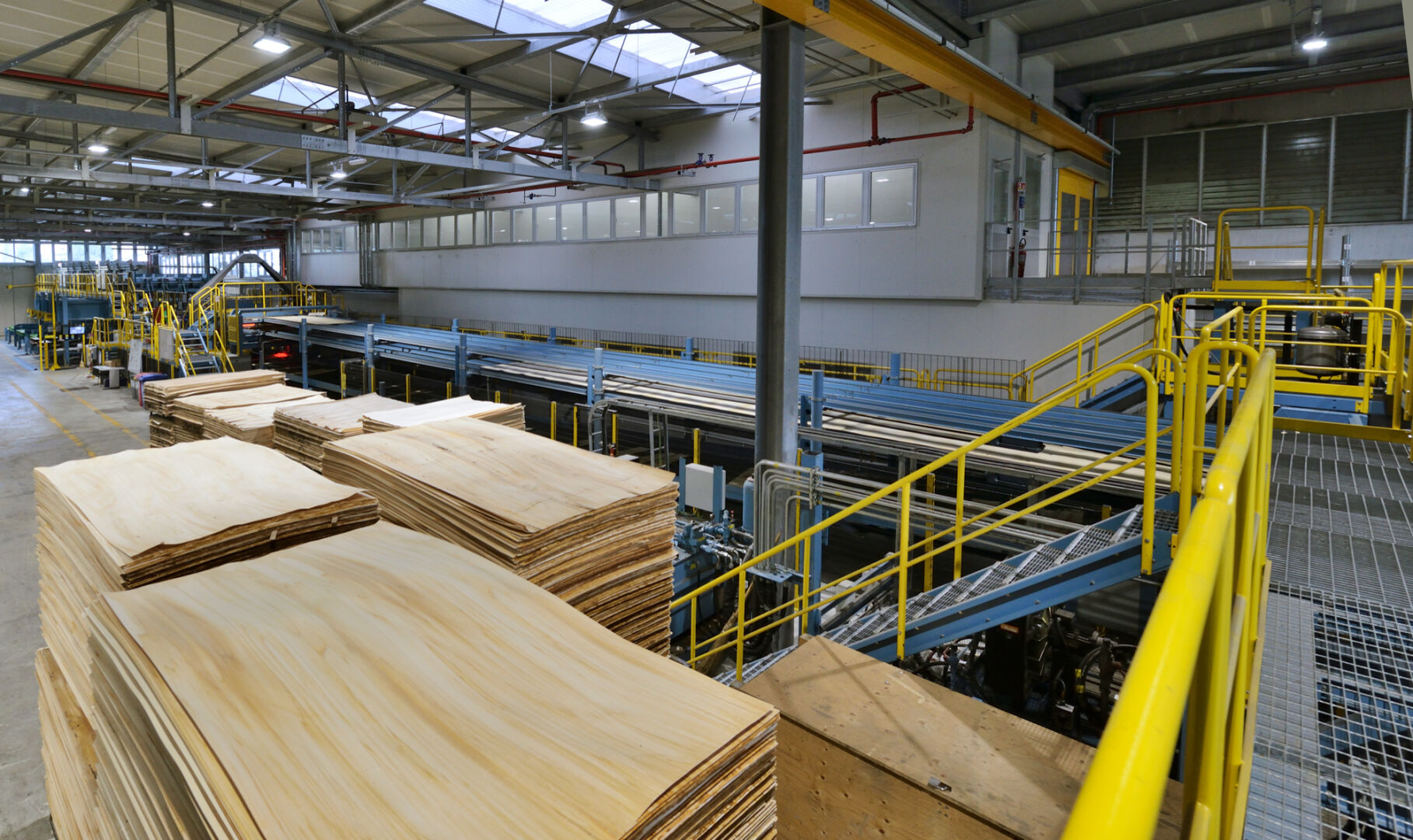 Since 1960, Panguaneta has produced poplar wood plywood for its customers' needs as an industrial building material.